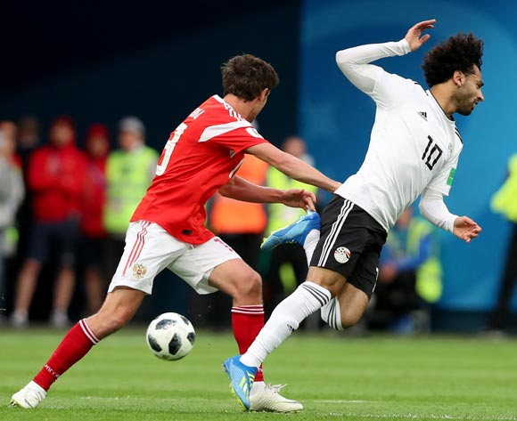epa06822843 Mohamed Salah (R) of Egypt and  Yuri Zhirkov of Russia in action during the FIFA World Cup 2018 group A preliminary round soccer match between Russia and Egypt in St.Petersburg, Russia, 19 June 2018.