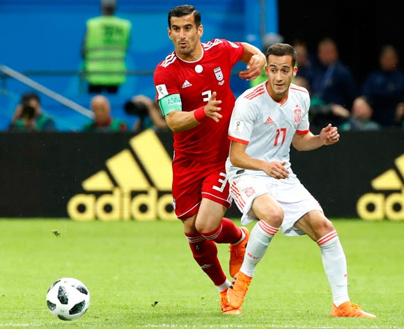 epa06825491 Ehsan Haji Safi (L) of Iran and Lucas Vazquez of Spain in action during the FIFA World Cup 2018 group B preliminary round soccer match between Iran and Spain in Kazan, Russia, 20 June 2018.