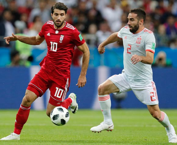 Karim Ansarifard (L) of Iran and Dani Carvajal of Spain in action during the FIFA World Cup 2018 group B preliminary round soccer match between Iran and Spain in Kazan, Russia, 20 June 2018.