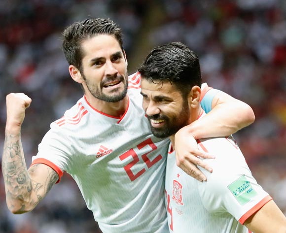 epa06825582 Diego Costa (R) of Spain celebrates with teammate Isco after scoring the opening goal during the FIFA World Cup 2018 group B preliminary round soccer match between Iran and Spain in Kazan, Russia, 20 June 2018.