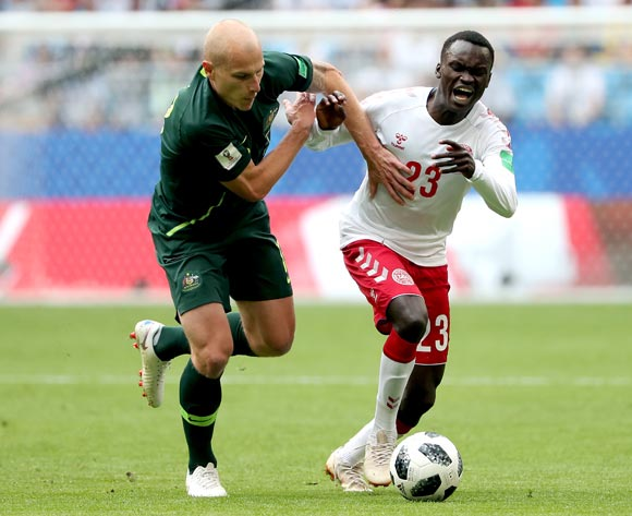 epa06827155 Aaron Mooy of Australia (L) and Pione Sisto of Denmark in action during the FIFA World Cup 2018 group C preliminary round soccer match between Denmark and Australia in Samara, Russia, 21 June 2018.