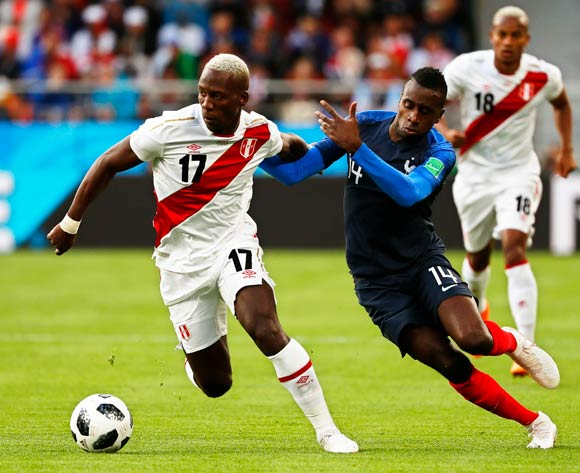 epa06827859 Luis Advincula (L) of Peru in action against Blaise Matuidi (C) of France during the FIFA World Cup 2018 group C preliminary round soccer match between France and Peru in Ekaterinburg, Russia, 21 June 2018.