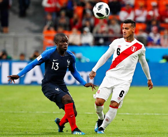 epa06828221 Ngolo Kante (L) of France in action against Miguel Trauco (R) of Peru during the FIFA World Cup 2018 group C preliminary round soccer match between France and Peru in Ekaterinburg, Russia, 21 June 2018.