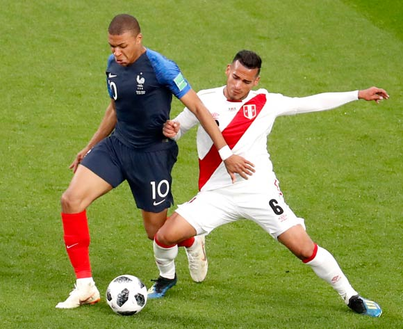 epa06828263 Miguel Trauco of Peru (R) and Kylian Mbappe of France in action during the FIFA World Cup 2018 group C preliminary round soccer match between France and Peru in Ekaterinburg, Russia, 21 June 2018.