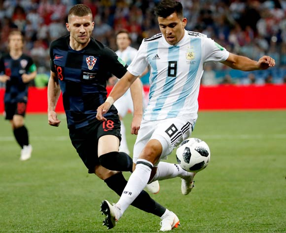 epa06828707 Ante Rebic (L) of Croatia and Marcos Acuna of Argentina in action during the FIFA World Cup 2018 group D preliminary round soccer match between Argentina and Croatia in Nizhny Novgorod, Russia, 21 June 2018.