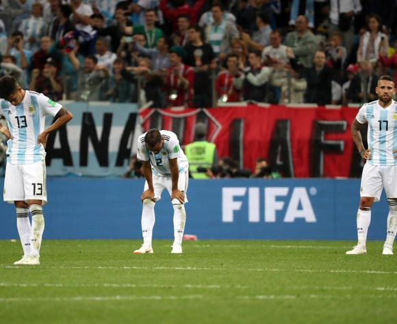 epa06829065 Players of Argentina react after the 0-3  during the FIFA World Cup 2018 group D preliminary round soccer match between Argentina and Croatia in Nizhny Novgorod, Russia, 21 June 2018.