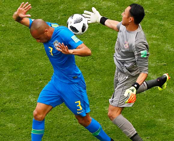 epa06830162 Costa Rica's goalkeeper Keylor Navas (R) in action against Miranda (L) of Brazil during the FIFA World Cup 2018 group E preliminary round soccer match between Brazil and Costa Rica in St.Petersburg, Russia, 22 June 2018.