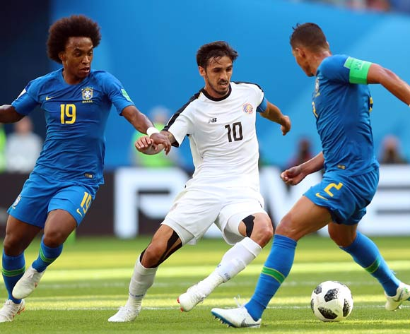 epa06830239 Bryan Ruiz of Costa Rica (C), Willian of Brazil (L) and Thiago Silva of Brazil in action during the FIFA World Cup 2018 group E preliminary round soccer match between Brazil and Costa Rica in St.Petersburg, Russia, 22 June 2018.
