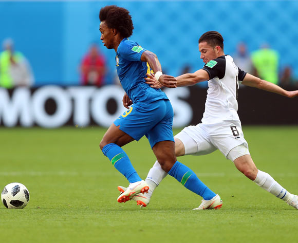 epa06830266 Willian of Brazil (L) and Bryan Oviedo of Costa Rica in action during the FIFA World Cup 2018 group E preliminary round soccer match between Brazil and Costa Rica in St.Petersburg, Russia, 22 June 2018.