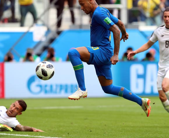 epa06830654 Neymar of Brazil scores the 2-0 during the FIFA World Cup 2018 group E preliminary round soccer match between Brazil and Costa Rica in St.Petersburg, Russia, 22 June 2018.