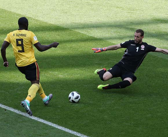 epa06832830 Romelu Lukaku (L) of Belgium and goalkeeper Farouk Ben Mustapha of Tunisia in action during the FIFA World Cup 2018 group G preliminary round soccer match between Belgium and Tunisia in Moscow, Russia, 23 June 2018.