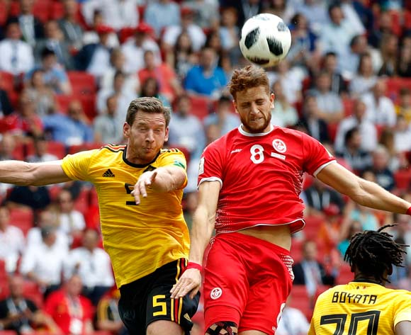 epa06833200 Jan Vertonghen (L) of Belgium and  Fakhreddine Ben Youssef of Tunisia in action during the FIFA World Cup 2018 group G preliminary round soccer match between Belgium and Tunisia in Moscow, Russia, 23 June 2018.