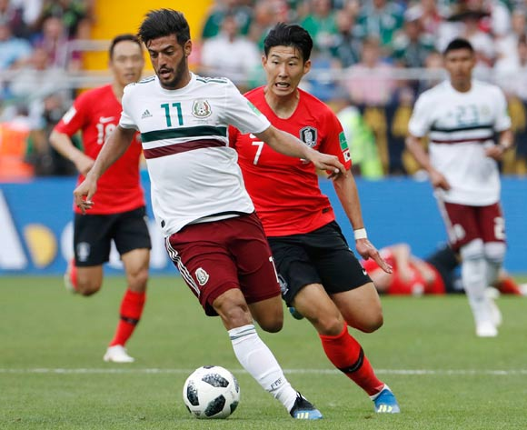 epa06833844 Carlos Vela (L) of Mexico and Son Heung-min of South Korea in action during the FIFA World Cup 2018 group F preliminary round soccer match between South Korea and Mexico in Rostov-On-Don, Russia, 23 June 2018.
