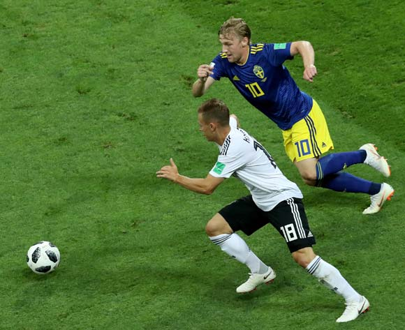 epa06834500 Joshua Kimmich (L) of Germany and Emil Forsberg of Sweden in action during the FIFA World Cup 2018 group F preliminary round soccer match between Germany and Sweden in Sochi, Russia, 23 June 2018.