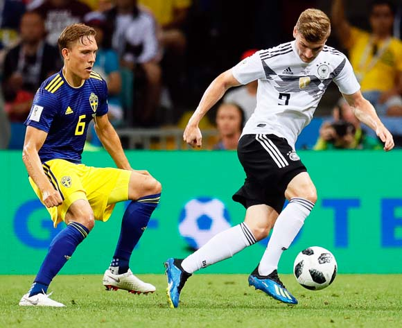 epa06834513 Ludwig Augustinsson (L) of Swedenin action against Timo Werner (R) of Germany during the FIFA World Cup 2018 group F preliminary round soccer match between Germany and Sweden in Sochi, Russia, 23 June 2018.