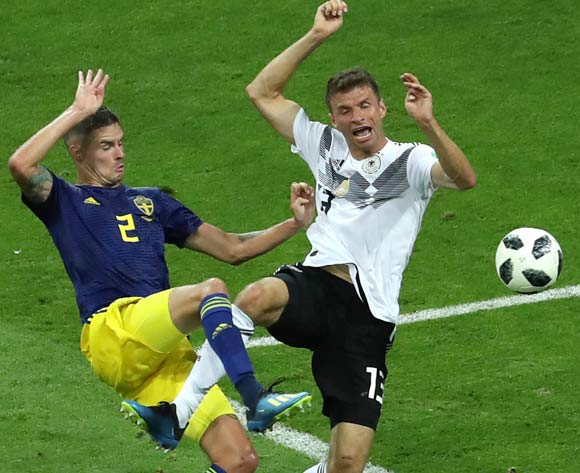 epa06834602 Mikael Lustig (L) of Sweden and Thomas Mueller of Germany in action during the FIFA World Cup 2018 group F preliminary round soccer match between Germany and Sweden in Sochi, Russia, 23 June 2018.