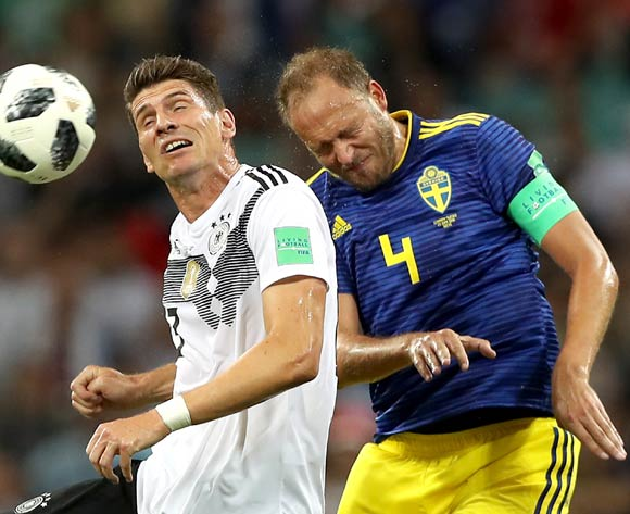 epa06834704 Mario Gomez of Germany (L) and Andreas Granqvist of Sweden in action during the FIFA World Cup 2018 group F preliminary round soccer match between Germany and Sweden in Sochi, Russia, 23 June 2018.
