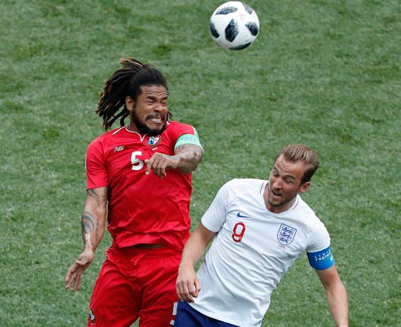epa06835739 Roman Torres (L) of Panama and Harry Kane of England in action during the FIFA World Cup 2018 group G preliminary round soccer match between England and Panama in Nizhny Novgorod, Russia, 24 June 2018.