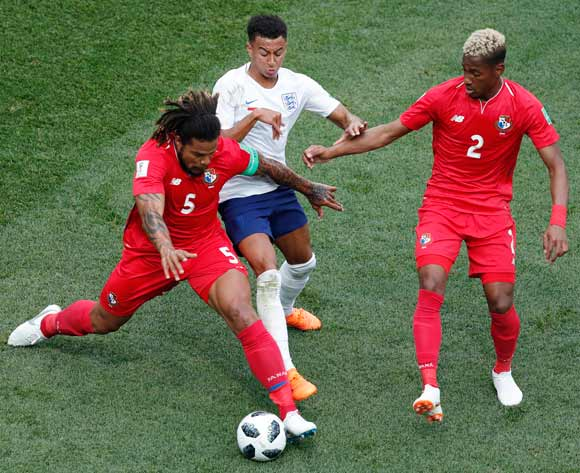 epa06835789 Jesse Lingard (C) of England and Roman Torres (L) of Panama in action during the FIFA World Cup 2018 group G preliminary round soccer match between England and Panama in Nizhny Novgorod, Russia, 24 June 2018.