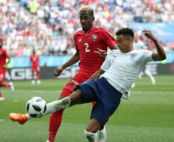 epa06835807 Michael Murillo of Panama (L) and Jesse Lingard of England in action during the FIFA World Cup 2018 group G preliminary round soccer match between England and Panama in Nizhny Novgorod, Russia, 24 June 2018.