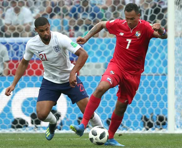 epa06835833 Blas Perez of Panama (R) and Ruben Loftus-Cheek of England in action during the FIFA World Cup 2018 group G preliminary round soccer match between England and Panama in Nizhny Novgorod, Russia, 24 June 2018.