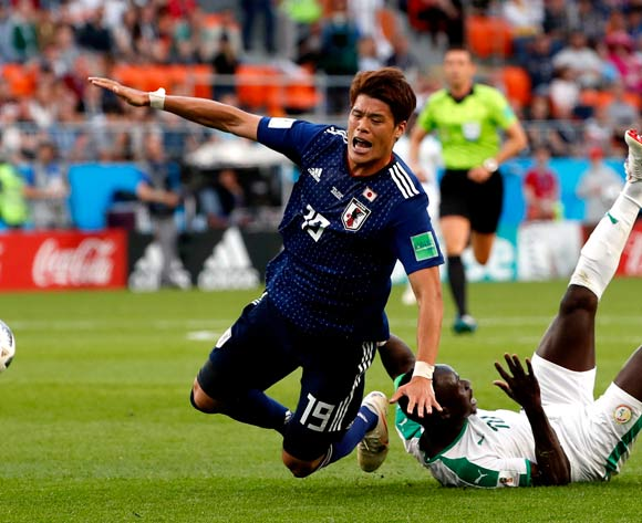 epa06836622 Hiroki Sakai (L) of Japan in action during the FIFA World Cup 2018 group H preliminary round soccer match between Japan and Senegal in Ekaterinburg, Russia, 24 June 2018.