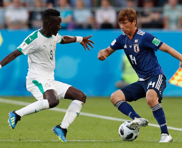 epa06836711 Idrissa Gueye (L) of Senegal and Takashi Inui of Japan in action during the FIFA World Cup 2018 group H preliminary round soccer match between Japan and Senegal in Ekaterinburg, Russia, 24 June 2018.