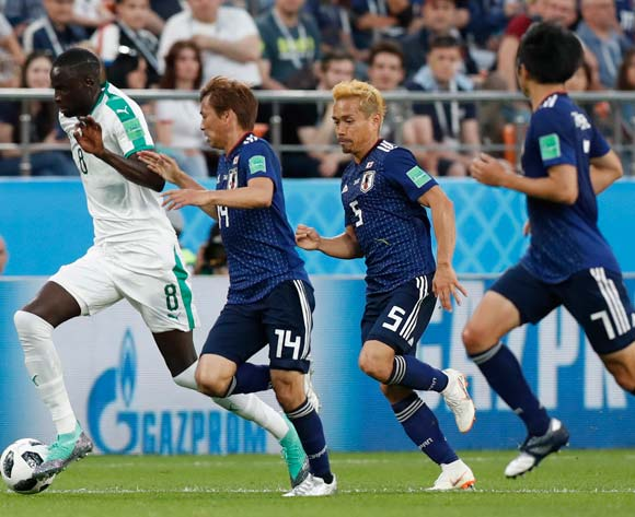 epa06836927 Cheikhou Kouyate (L) of Senegal and Takashi Inui (2-L) of Japan in action during the FIFA World Cup 2018 group H preliminary round soccer match between Japan and Senegal in Ekaterinburg, Russia, 24 June 2018.