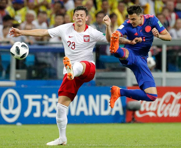 epa06837222 Santiago Arias of Colombia (R) and Dawid Kownacki of Poland in action the FIFA World Cup 2018 group H preliminary round soccer match between Poland and Colombia in Kazan, Russia, 24 June 2018.
