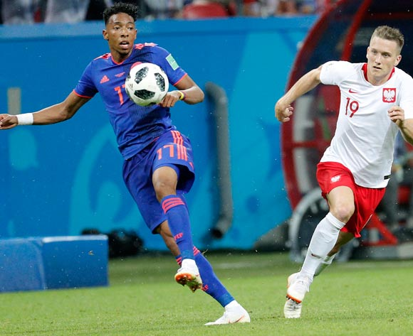 epa06837508 Johan Mojica of Colombia (L) and Piotr Zielinski of Poland in action the FIFA World Cup 2018 group H preliminary round soccer match between Poland and Colombia in Kazan, Russia, 24 June 2018.