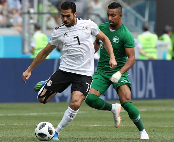 epa06838834 Ahmed Fathi (L) of Egypt and Salem Al-Dawsari of Saudi Arabia in action during the FIFA World Cup 2018 group A preliminary round soccer match between Saudi Arabia and Egypt in Volgograd, Russia, 25 June 2018.