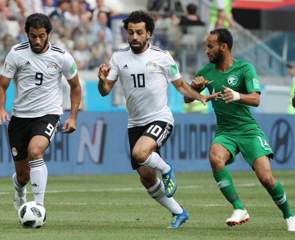 epa06838922 (L-R) Marwan Mohsen and Mohamed Salah of Egypt in action with Abdullah Otayf of Saudi Arabia during the FIFA World Cup 2018 group A preliminary round soccer match between Saudi Arabia and Egypt in Volgograd, Russia, 25 June 2018.