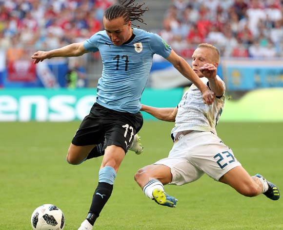 epa06839073 Igor Smolnikov of Russia (R) fouls Diego Laxalt of Uruguay during the FIFA World Cup 2018 group A preliminary round soccer match between Uruguay and Russia in Samara, Russia, 25 June 2018.