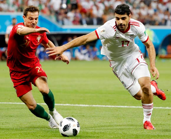 epa06839961 Cedric (L) of Portugal and Mehdi Taremi of Iran in action during the FIFA World Cup 2018 group B preliminary round soccer match between Iran and Portugal in Saransk, Russia, 25 June 2018.