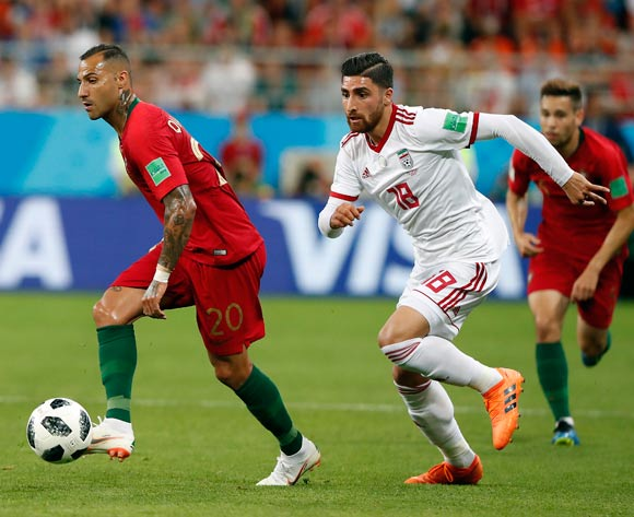 epa06839981 Ricardo Quaresma of Portugal (L) and Alireza Jahanbakhsh of Iran in action during the FIFA World Cup 2018 group B preliminary round soccer match between Iran and Portugal in Saransk, Russia, 25 June 2018.