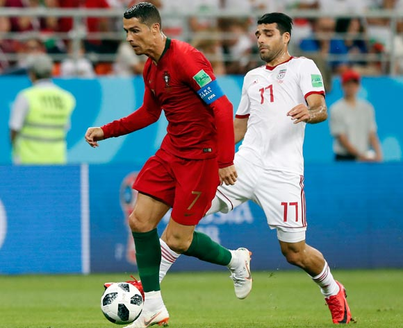 epa06839996 Cristiano Ronaldo of Portugal and Mehdi Taremi of Iran (R) in action during the FIFA World Cup 2018 group B preliminary round soccer match between Iran and Portugal in Saransk, Russia, 25 June 2018.