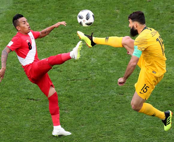 epa06841503 Christian Cueva (L) of Peru and Mile Jedinak of Australia in action during the FIFA World Cup 2018 group C preliminary round soccer match between Australia and Peru in Sochi, Russia, 26 June 2018.