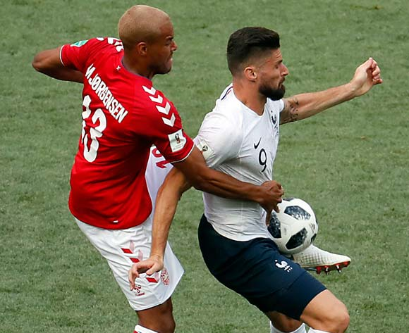 epa06841575 Mathias Jorgensen of Denmark (L) and Olivier Giroud of France in action during the FIFA World Cup 2018 group C preliminary round soccer match between Denmark and France in Moscow, Russia, 26 June 2018.
