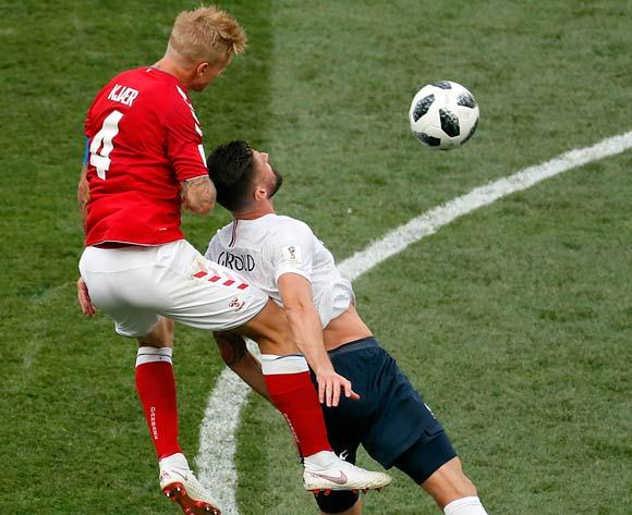 epa06841607 Olivier Giroud of France (R) and Simon Kjaer of Denmark in action during the FIFA World Cup 2018 group C preliminary round soccer match between Denmark and France in Moscow, Russia, 26 June 2018.