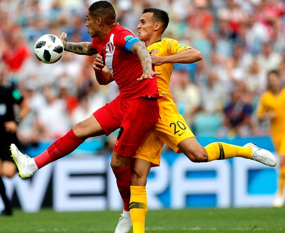 epa06841612 Trent Sainsbury of Australia (R) and Paolo Guerrero of Peru during the FIFA World Cup 2018 group C preliminary round soccer match between Australia and Peru in Sochi, Russia, 26 June 2018.