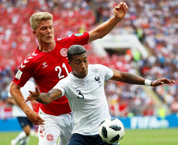 epa06841613 Presnel Kimpembe (R) of France in action against Andreas Cornelius (L) of Denmark during the FIFA World Cup 2018 group C preliminary round soccer match between Denmark and France in Moscow, Russia, 26 June 2018.