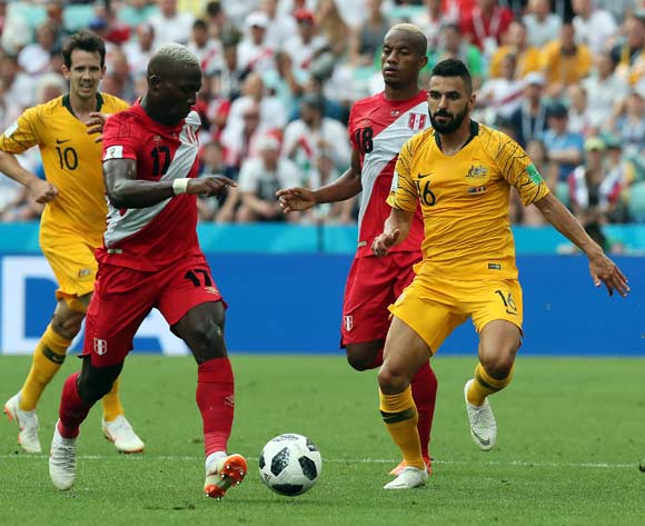 epa06841620 Luis Advincula of Peru (L) and Aziz Behich of Australia during the FIFA World Cup 2018 group C preliminary round soccer match between Australia and Peru in Sochi, Russia, 26 June 2018.