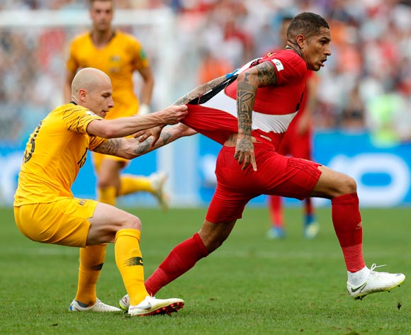 epa06841690 Aaron Mooy of Australia (L) and Paolo Guerrero of Peru during the FIFA World Cup 2018 group C preliminary round soccer match between Australia and Peru in Sochi, Russia, 26 June 2018.