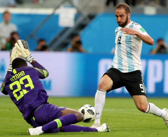 epa06842570 Goalkeeper Francis Uzoho (L) of Nigeria and Gonzalo Higuain of Argentina in action during the FIFA World Cup 2018 group D preliminary round soccer match between Nigeria and Argentina in St.Petersburg, Russia, 26 June 2018.