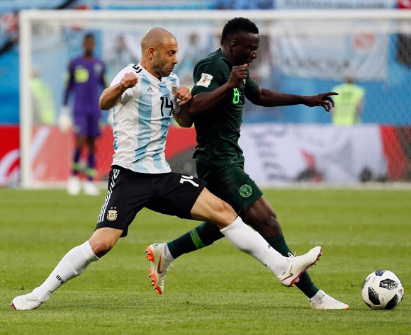 epa06842589 Javier Mascherano of Argentina (L) and Oghenekaro Etebo of Nigeria in action during the FIFA World Cup 2018 group D preliminary round soccer match between Nigeria and Argentina in St.Petersburg, Russia, 26 June 2018.