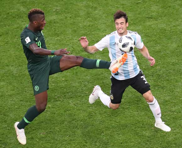epa06842594 Kelechi Iheanacho (L) of Nigeria and Nicolas Tagliafico of Argentina in action during the FIFA World Cup 2018 group D preliminary round soccer match between Nigeria and Argentina in St.Petersburg, Russia, 26 June 2018.