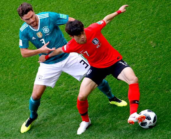 epa06844119 Lee Jae-sung of South Korea (R) and Jonas Hector of Germany in action the FIFA World Cup 2018 group F preliminary round soccer match between South Korea and Germany in Kazan, Russia, 27 June 2018.
