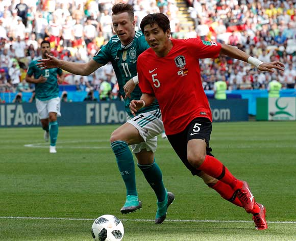 epa06844155 Yun Young-sun of South Korea (R) and Marco Reus of Germany (C) in action during the FIFA World Cup 2018 group F preliminary round soccer match between South Korea and Germany in Kazan, Russia, 27 June 2018.