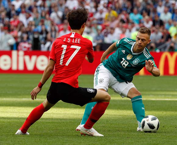 epa06844237 Lee Jae-sung of South Korea (L) and Joshua Kimmich of Germany in action during the FIFA World Cup 2018 group F preliminary round soccer match between South Korea and Germany in Kazan, Russia, 27 June 2018.