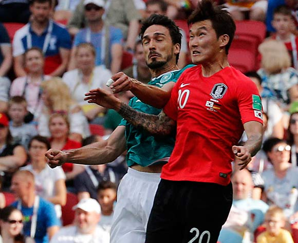 epa06844253 Mats Hummels of Germany (L) and Jang Hyun-soo of South Korea in action during the FIFA World Cup 2018 group F preliminary round soccer match between South Korea and Germany in Kazan, Russia, 27 June 2018.